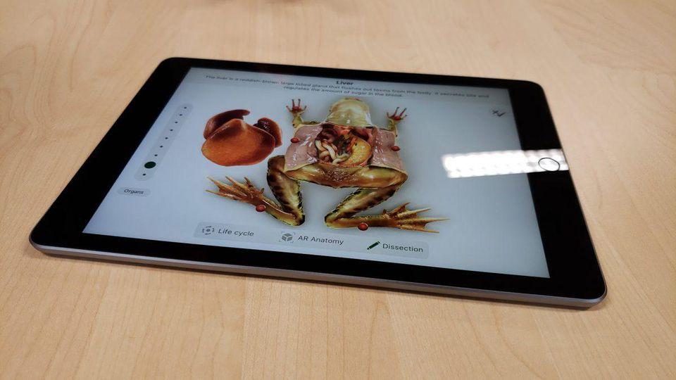ايباد 2018 جهاز جديد من أبل بمميزات رائعة للطلاب